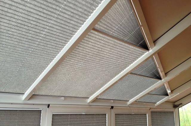 Plissee in Sonderform in einer Dachfläche, Sonnenschutz Kempten Allgäu